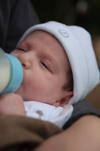 Allaiter bébé au biberon