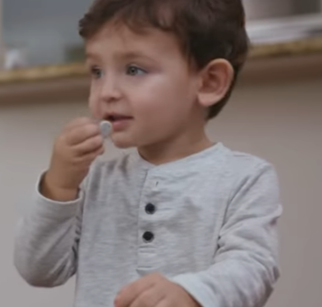 Piles à la bouche et sécurité de bébé Duracell Cubes et Petits pois 1